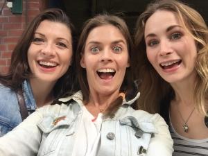 holly-weston-frances-mcnamee-actress-hamburg-acting-fun-smiling-happy-silly-girls