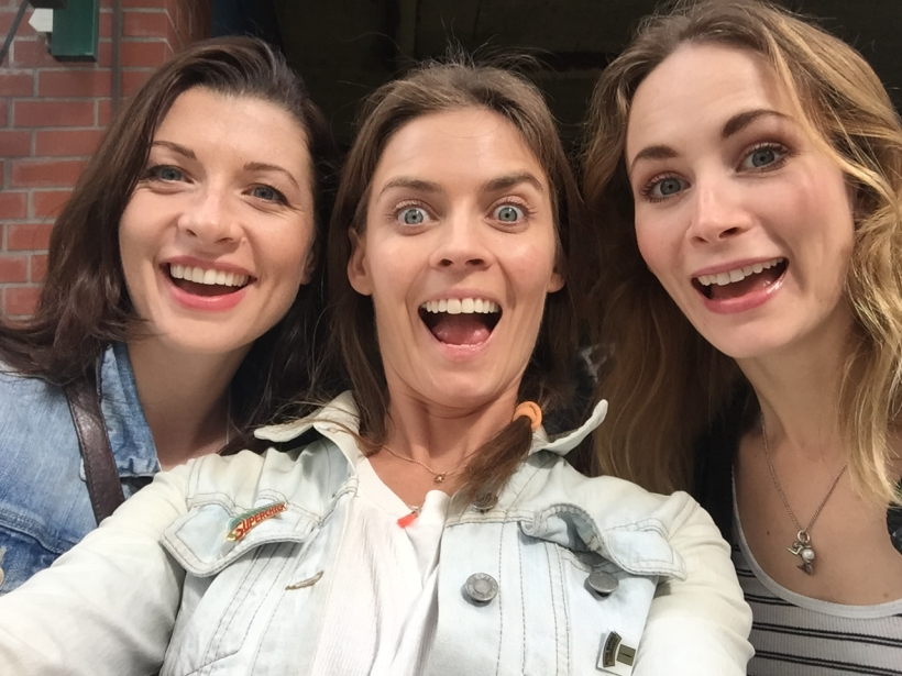 holly-weston-frances-mcnamee-actress-hamburg-acting-fun-smiling-happy-silly-girls